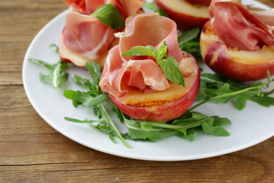 Grilled DulceVida™ Nectarine Summer Salad